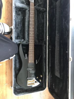 Samick bass guitar for Sale in Jennings, MO