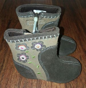 NEW Stride-Rite Super Cute Toddler Girls Boots Size 4 for Sale in Edgewood, WA
