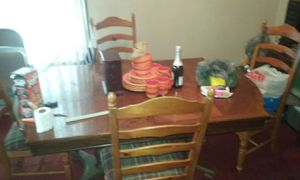 Dinning Room Table and Chairs for Sale in Columbus, OH
