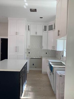 Kitchen cabinets for Sale in Lynwood, CA