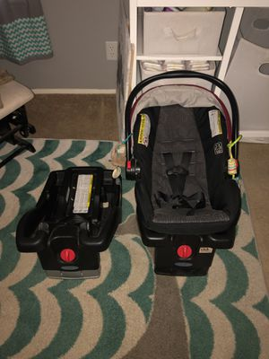 Graco snugride infant car seat with 2 bases for Sale in Hemet, CA