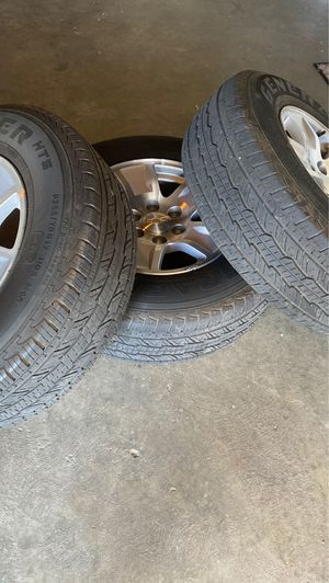 Tires with Rim 255 70/ 17 for Sale in Fresno, CA