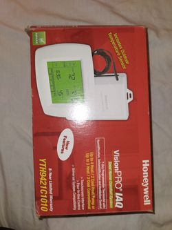Honeywell digital thermostat visionpro for Sale in Tacoma,  WA