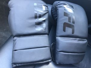 UFC Gloves like new for Sale in Salem, MA