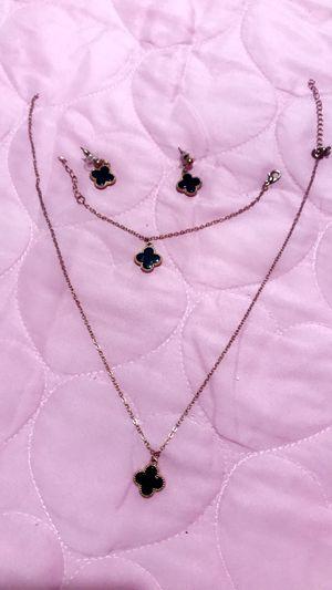 Van cleef jewelry set for Sale in St. Louis, MO