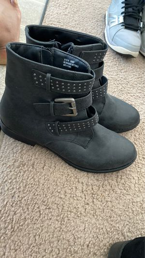 Women's boots size 8 1/2 for Sale in Fort Leonard Wood, MO