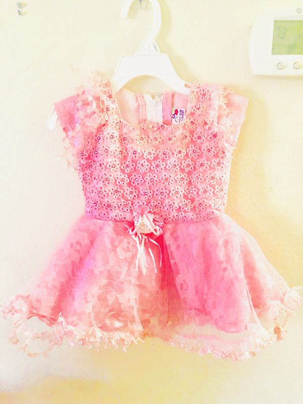3 dresses for baby girl 6 months to 18 months ... 10$ each