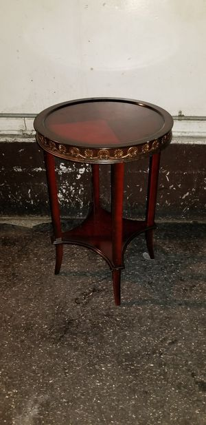 Bombay furniture round top end table for Sale in San Francisco, CA
