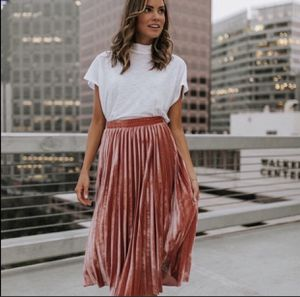 CLAD AND CLOTH PUNS N' ROSES PINK SKIRT, size M for Sale in Encinitas, CA