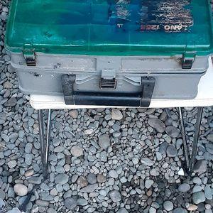 Vendo Caja De Pesca Con Ascesorios for Sale in San Leandro, CA