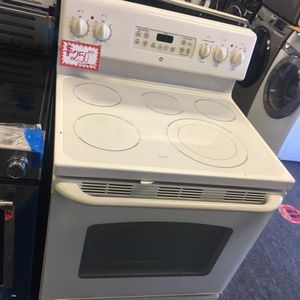 GE ELECTRIC STOVE IN EXCELLENT CONDITION 4 MONTHS WARRANTY for Sale in Laurel, MD