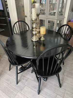 Beautiful dining table with chairs for Sale in Rancho Cucamonga, CA