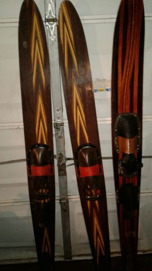 Pair of vintage water skis Perry brand real good condition no splinters only have solom ski dark color one for Sale in Victoria, TX