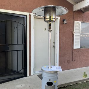 NEW🔥🔥Garden Treasures 48000-BTU Stainless Steel Floorstanding Propane Patio Heater for Sale in Bakersfield, CA