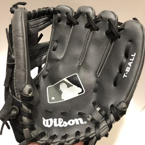 """Wilson Tball Glove RHT 9.5"""" Black Grey for Sale in Central Houghton, WA"""