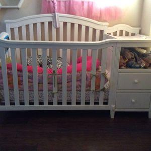 Crib With Changer And Mattress for Sale in North Las Vegas, NV