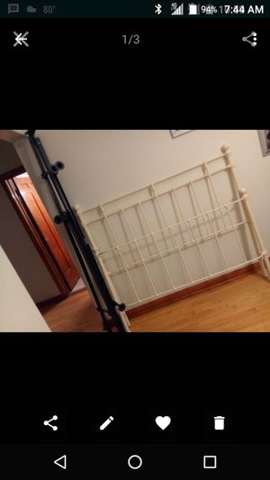 Queen Bedframe for Sale in Chicago, IL
