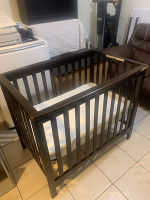 Child Craft Mini Crib WITH Mattress for Sale in Staten Island, NY