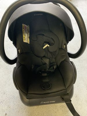 Infant car seat Maxi Cosi with base for Sale in Erie, CO
