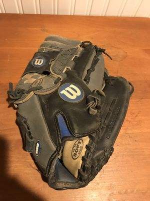 Wilson baseball glove for Sale in Coram, NY