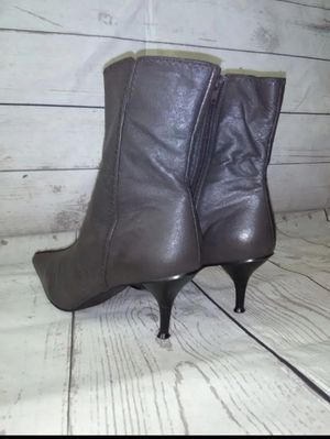 Beautiful Newport News Boots , women's size 7 ( excellent condition ) for Sale in Frederick, MD