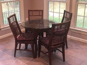 Glass wicker table and chairs. Minimal wear. Still available 9.17.19 for Sale in Cooksville, MD