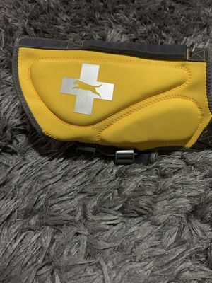 Life jacket yellow M (no tag) for Sale in The Colony, TX