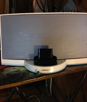 Bose Souunddock Bluetooth ready radio for Sale in Cleveland Heights, OH