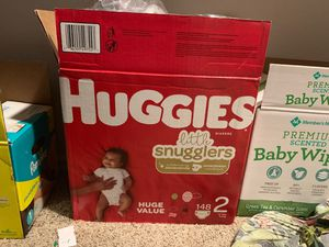 Box full of huggies size 2s for Sale in Round Rock, TX