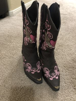Boot barn girls boots size 3 for Sale in Las Vegas, NV
