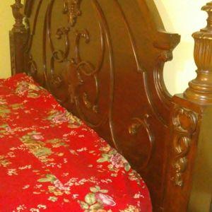 King Bedroom Set. Dresser Mirror Headboard Footboard Rail. for Sale in Lawrenceville, GA