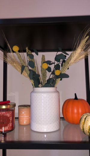 dried flowers with vase for Sale in Irvine, CA