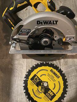 Dewalt Flexvolt Advantage Circular Saw for Sale in Sumner,  WA
