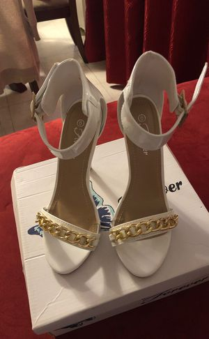 White heels, size 6 for Sale in Marblehead, MA