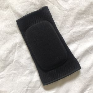 Padded Knee protecter black single for Sale in Scranton, PA
