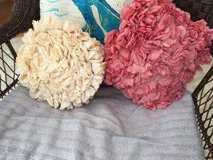 Set of unique Rosebud pillows for Sale in Cumming, GA