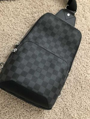 LOUIS VUITTON SLING AVENUE BAG for Sale in San Diego, CA