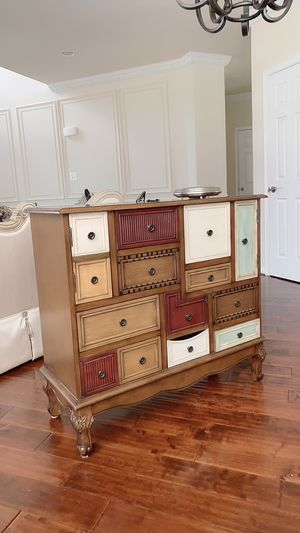 Multi/Antique vintage style Walnut Accent it's like new for Sale in Manassas, VA