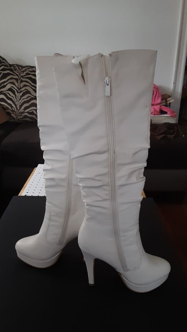Brand new white boots size 7