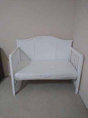 Baby Crib with organic mattress. for Sale in Nashville, TN