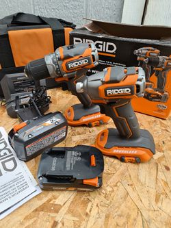 Ridgid 18V Brushless SubCompact Drill Driver and Impact Driver Combo Kit with (2) 2.0 Ah Batteries, Charger and Bag for Sale in Snohomish,  WA