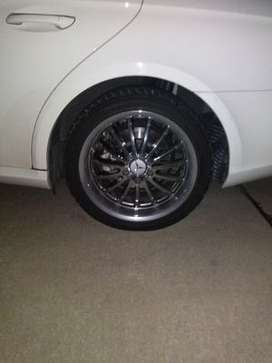 4 chrome 18 inch rims for Sale in Affton, MO