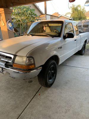 00 Ford Ranger V6 $800 for Sale in Selma, CA