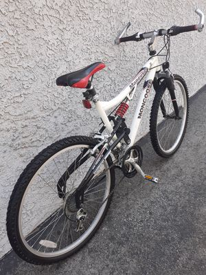 "mountain bike mongoose size 26"" good condition 🚲🚲🚲🚲 7 speed for Sale in Las Vegas, NV"