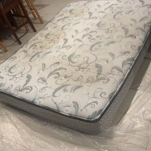 FREE Queen Size Mattress for Sale in Fort Lauderdale, FL