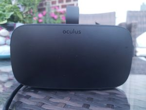 Oculus CV-1 With 3 sensors , controllers a 15 feet extention active cable. for Sale in Queens, NY