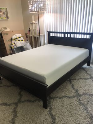 queen size platform bed frame+memory foam mattress for Sale in Seattle, WA