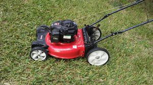 Lawn mower lawnmower yard machine ready start n excellent conditions ready for work for Sale in Pembroke Pines, FL