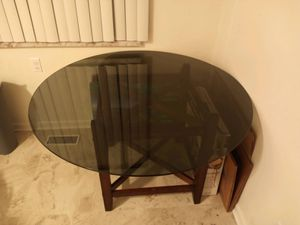 Glass kitchen table for Sale in Gibraltar, MI