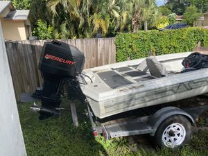 18.5 ft bass boat 125 hp motor new gas tank and batteries two live wells trolling motor for Sale in Pembroke Pines, FL